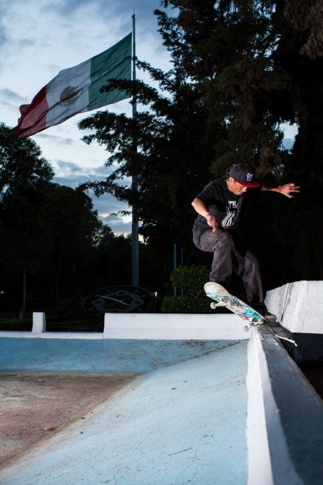 Carlos Sonora SW Frontside Crooks